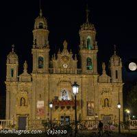 Santuario y luna