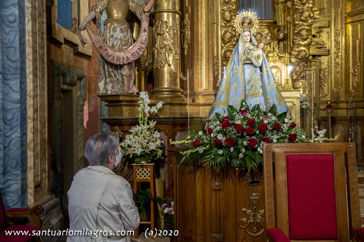 Al pie de la Virgen