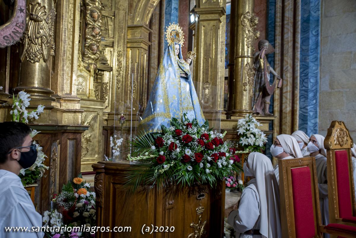 Saludando a la Virgen