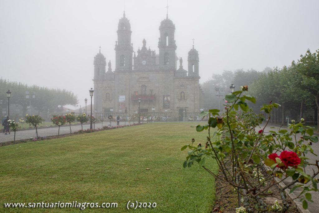 La niebla envuelve el Santuario